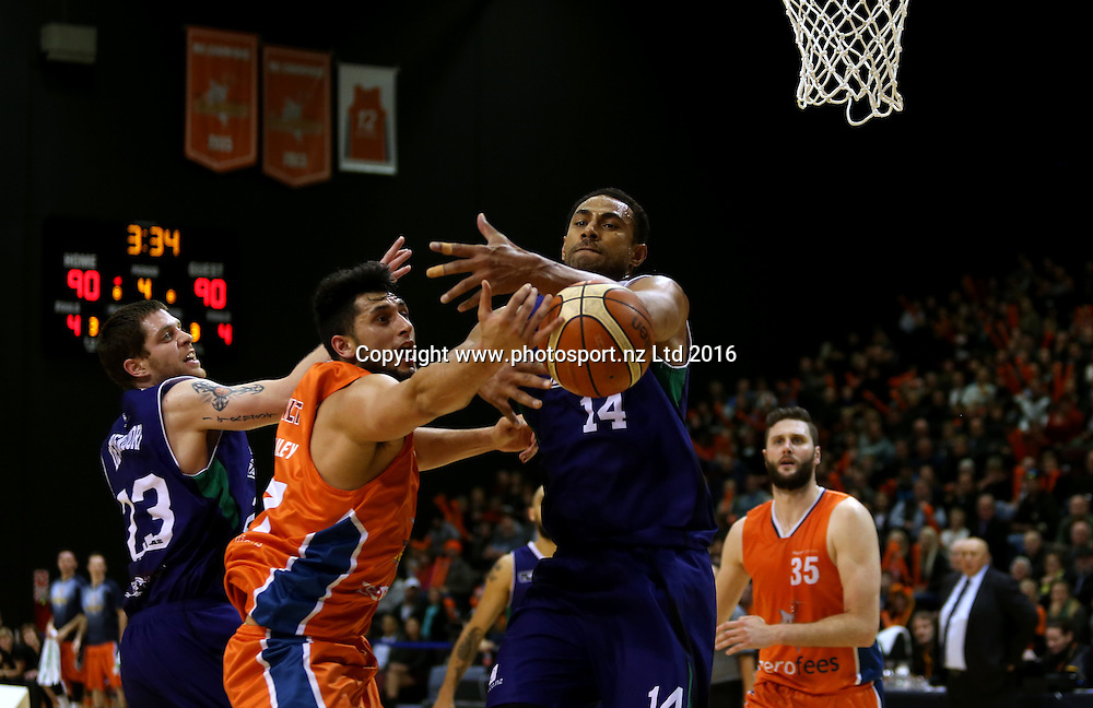 Duane Bailey (L) of the Sharks and Mika Vukona of the Rangers compete for the ball in the NBL basketball match between the Southland Sharks and Supercity Rangers, ILT Stadium Southland, Invercargill, Friday, May 27, 2016. Photo: Dianne Manson / www.photosport.nz