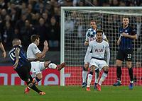 Football - 2018 / 2019 UEFA Champions League - Group B: Tottenham Hotspur vs. Inter Milan<br /> <br /> Harry Winks (Tottenham FC)  tries to block the shot from Radja Nainggolan (Inter Milan) at Wembley Stadium.<br /> <br /> COLORSPORT/DANIEL BEARHAM