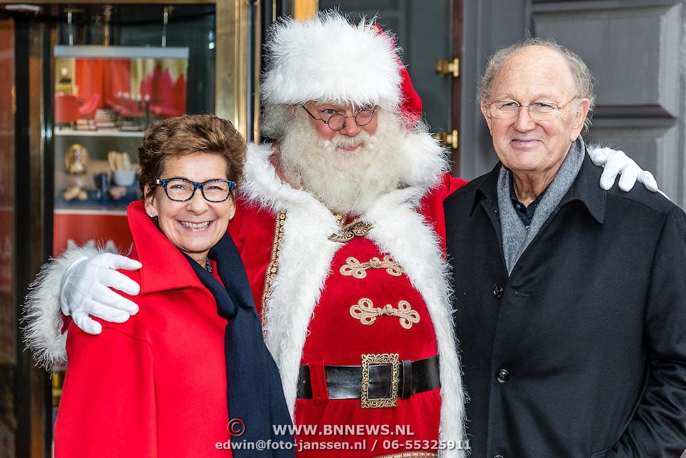 NLD/Amsterdam/20161209 - Werkbezoek Maxima bij Muziek in de Klas, Joop van den Ende en partner Janine Klijburg