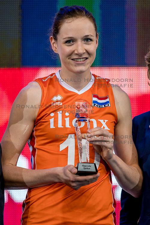 01-10-2017 AZE: Final CEV European Volleyball Nederland - Servie, Baku<br /> Nederland verliest opnieuw de finale op een EK. Servi&euml; was met 3-1 te sterk / Lonneke Sloetjes #10 of Netherlands