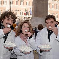 Manifestazione veterinari della Campania,la mozzarella di bufala e' sicura