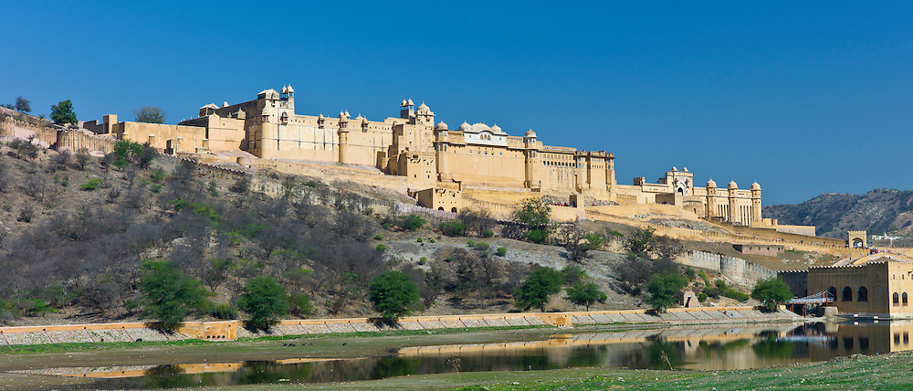 The Amber Fort, built 16th Century, and Jaigarh Fort, built 11th Century as Rajput forts in Jaipur, Rajasthan, Northern India RESERVED USE - NOT FOR DOWNLOAD -  FOR USE CONTACT TIM GRAHAM
