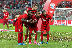 05.08.2015, Allianz Arena, Muenchen, GER, AUDI CUP, FC Bayern Muenchen vs Real Madrid, im Bild l-r: David Alaba #27 (FC Bayern Muenchen), Thomas Mueller #25 (FC Bayern Muenchen), Arturo Vidal #23 (FC Bayern Muenchen) und Douglas Costa #11 (FC Bayern Muenchen) posieren vor den Fotografen mit dem Pokal // during the 2015 Audi Cup Match between FC Bayern Munich and Real Madrid at the Allianz Arena in Muenchen, Germany on 2015/08/05. EXPA Pictures © 2015, PhotoCredit: EXPA/ Eibner-Pressefoto/ Kolbert<br /> <br /> *****ATTENTION - OUT of GER*****