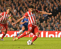 30.04.2014, Stamford Bridge, London, ENG, UEFA CL, FC Chelsea vs Atletico Madrid, Halbfinale, Rueckspiel, im Bild Athletico Madrid's forward Diego Costa scores a goal from a penalty // Athletico Madrid's forward Diego Costa scores a goal from a penalty during the UEFA Champions League Round of 4, 2nd Leg Match between Chelsea FC and Club Atletico de Madrid at the Stamford Bridge in London, Great Britain on 2014/05/01. EXPA Pictures &copy; 2014, PhotoCredit: EXPA/ Mitchell Gunn<br /> <br /> *****ATTENTION - OUT of GBR*****