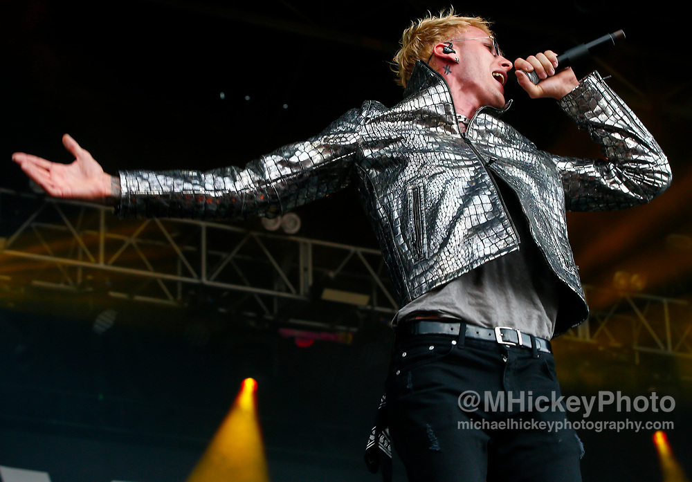 CHICAGO, IL - AUGUST 06: Machine Gun Kelly performs at Grant Park on August 6, 2017 in Chicago, Illinois. (Photo by Michael Hickey/Getty Images) *** Local Caption *** Machine Gun Kelly