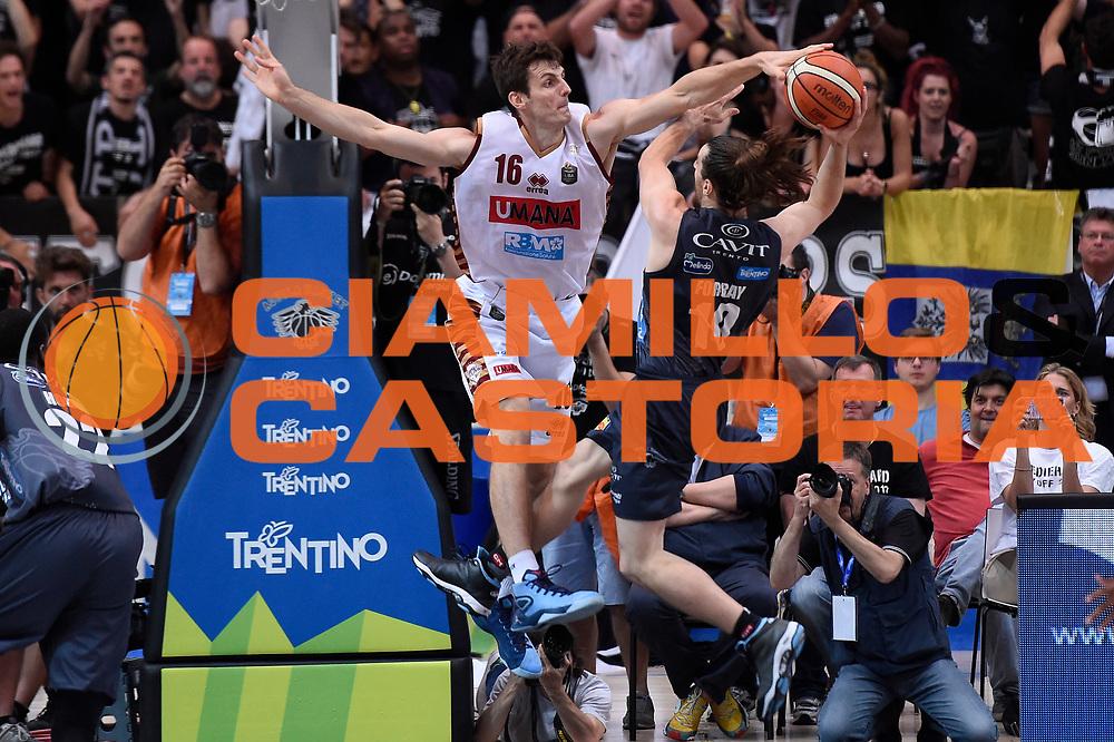 Benjamin Ortner, Andres Pablo Toto Forray<br /> Dolomiti Energia Aquila Basket Trento - Umana Reyer Venezia<br /> Lega Basket Serie A 2016/2017<br /> Playoff, finale gara 4<br /> Trento, 16/06/2017<br /> Foto M.Ceretti / Ciamillo-Castoria