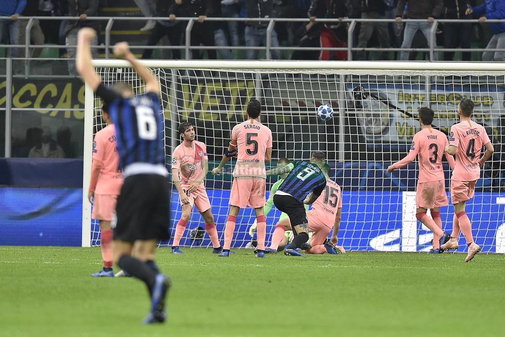 صور مباراة : إنتر ميلان - برشلونة 1-1 ( 06-11-2018 )  20181106-zaa-a181-442