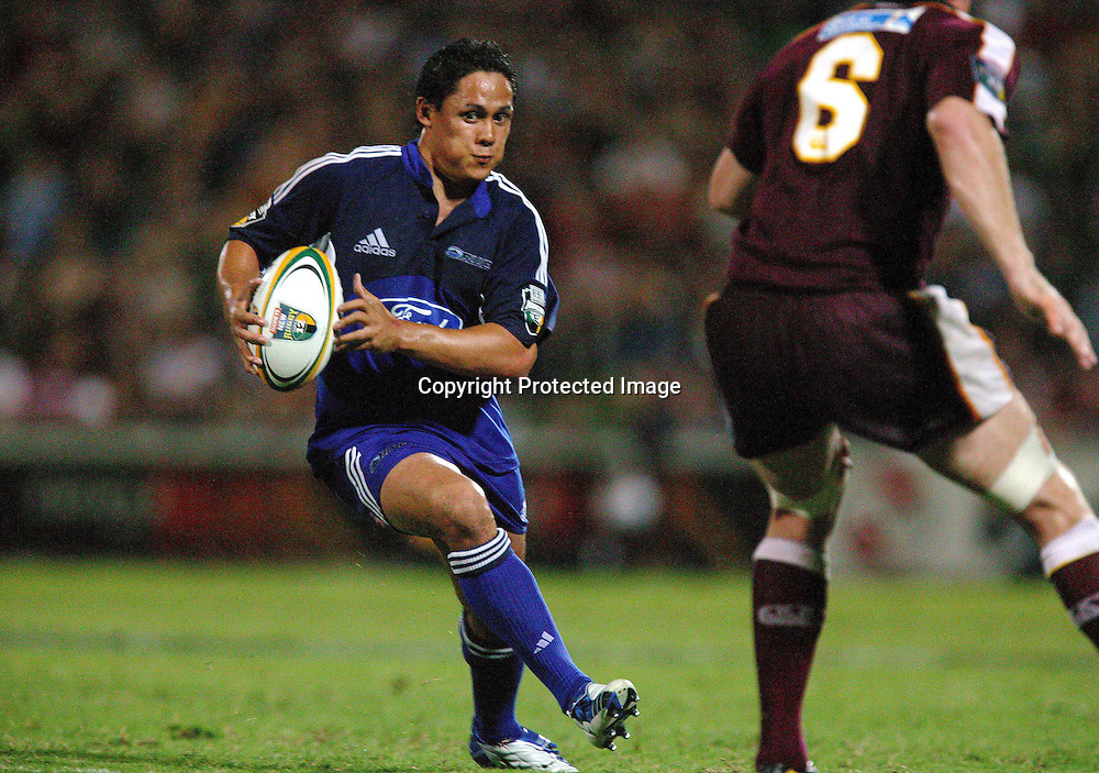 13 March, 2004. Ballymore, Brisbane, Australia. Rugby Union Super 12. Auckland Blues v Queensland Reds. Tasesa Lavea attacks for teh Blues. The Blues lost the match, 20 - 3.<br />
