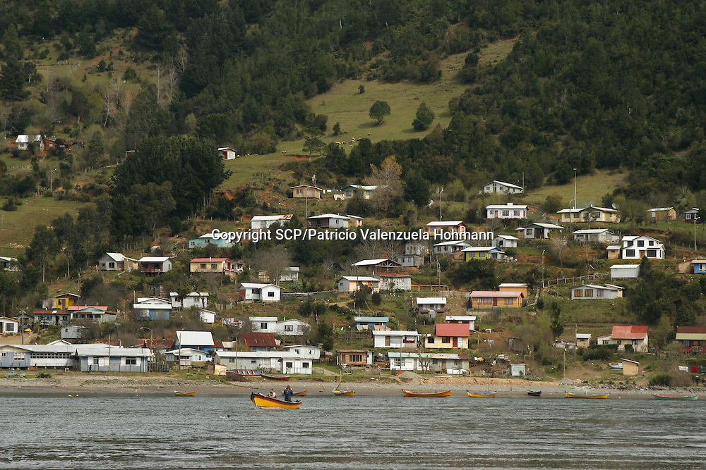 The Community of Mehuin, in southern Chile, have been struggling for more than ten years to prevent that CELCO (Arauco Cellulose), a major cellulose industry, builds a pipeline to throw away their industrial waste into the sea causing great impact in the ecosystem and their fishing and diving way of making a living.