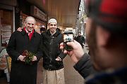 Job Cohen gaat op de foto met een potentiële allochtone kiezer in de Kanaalstraat in Utrecht. Cohen voert samen met Marleen Barth en Bert de Vries voor de PvdA campagne in Utrecht voor de Provinciale Statenverkiezingen.<br /> <br /> Job Cohen, leader of the Dutch Labour party PvdA is posing with a guy during a campaign at the Kanaalstraat in Utrecht.