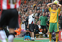 Photo: Ashley Pickering.<br /> Norwich City v Southampton. Coca Cola Championship. 18/08/2007.<br /> Southampton manager George Burley (C) watches his side loose 2-1