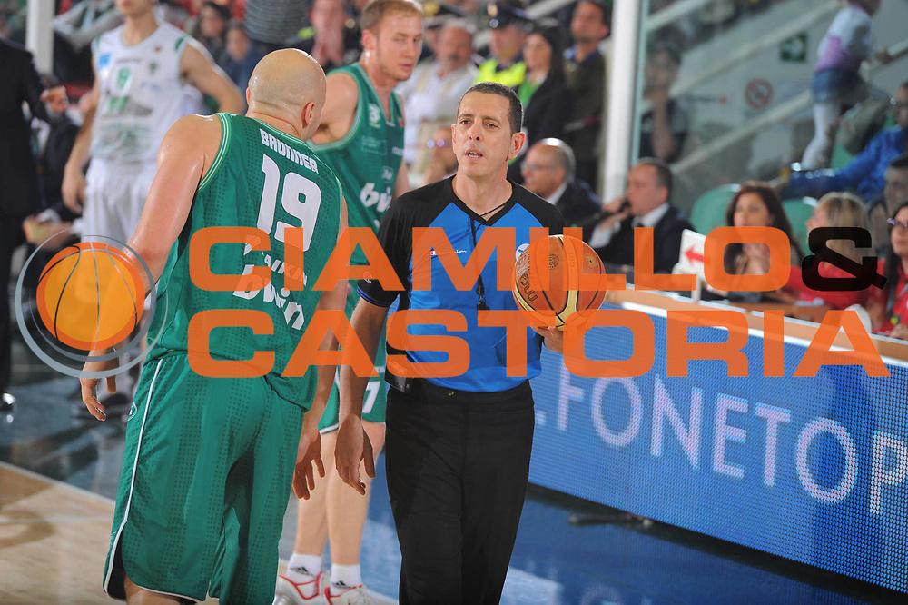 DESCRIZIONE : Treviso Lega A 2010-11 Quarti di finale Play off Gara 2 Air Avellino Benetton Treviso <br /> GIOCATORE : Arbitro<br /> SQUADRA : Air Avellino Benetton Treviso<br /> EVENTO : Campionato Lega A 2010-2011<br /> GARA : Air Avellino Benetton Treviso<br /> DATA : 21/05/2011<br /> CATEGORIA : <br /> SPORT : Pallacanestro<br /> AUTORE : Agenzia Ciamillo-Castoria/GiulioCiamillo<br /> Galleria : Lega Basket A 2010-2011<br /> Fotonotizia : Treviso Lega A 2010-11 Quarti di finale Play off Gara 2 Air AvellinovBenetton Treviso<br /> Predefinita :