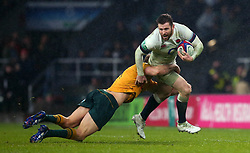 Elliot Daly of England is tackled - Mandatory by-line: Robbie Stephenson/JMP - 18/11/2017 - RUGBY - Twickenham Stadium - London, England - England v Australia - Old Mutual Wealth Series