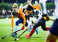 HUIZEN - hoofdklasse competitie dames, Huizen-Groningen . Mirte Jansen (Huizen) met Willemijn Bos (Gron.)  COPYRIGHT KOEN SUYK