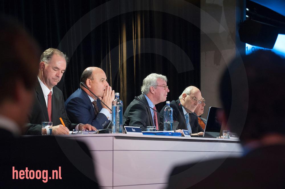 netherlands, Almelo Polmanstadion 07dec2015 Bijzondere aandeelhouders vergadering van  Ten Cate almelo over de omstreden overname door Gilde en partners.