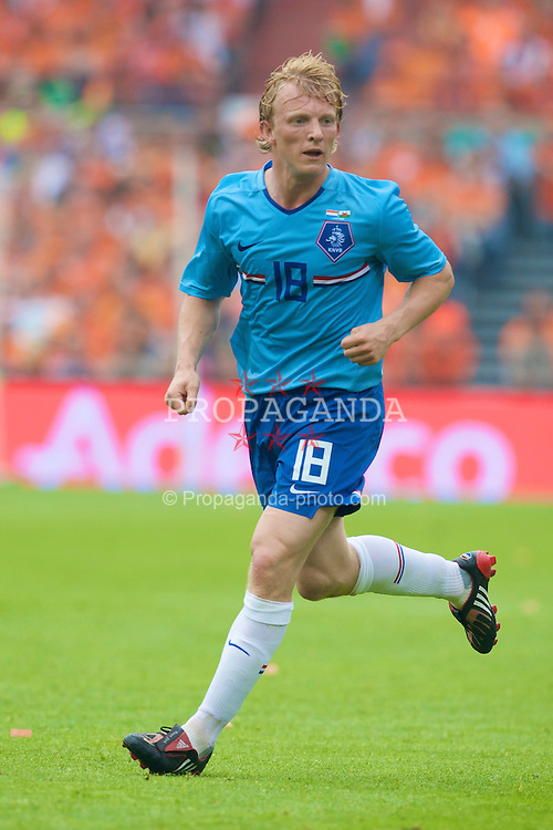 ROTTERDAM, THE NETHERLANDS - Sunday, June 1, 2008: The Netherlands' Dirk Kuyt in action against Wales during the international friendly match at the de Kuip Stadium. (Photo by David Rawcliffe/Propaganda)