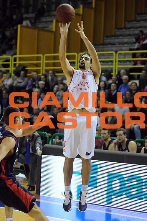 DESCRIZIONE : Casale Monferrato Legadue 2012-13 Novipiu Casale Monferrato Le Gamberi Foods Forli<br /> GIOCATORE : Bernardo Musso<br /> CATEGORIA : Tiro<br /> SQUADRA : Le Gamberi Foods Forli<br /> EVENTO : Campionato Lega A2 2012-2013<br /> GARA : Novipiu Casale Monferrato Le Gamberi Foods Forli<br /> DATA : 02/12/2012<br /> SPORT : Pallacanestro<br /> AUTORE : Agenzia Ciamillo-Castoria/Max.Ceretti<br /> Galleria : Lega Basket A2 2012-2013 <br /> Fotonotizia : Casale Monferrato Legadue 2012-13 Novipiu Casale Monferrato Le Gamberi Foods Forli<br /> Predefinita :