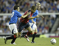 Fotball<br /> Kvalifisering til UEFA Champions League<br /> 25.08.2004<br /> Foto: SBI/Digitalsport<br /> NORWAY ONLY<br /> <br /> Glasgow Rangers v CSKA Moskva<br /> <br /> Rangers Nacho Novo cant catch Moscow's Ivica Olic