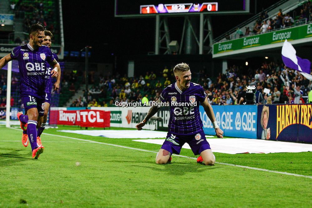 21.11.2014 Perth, Australia. Hyundai A League round 7, Perth Glory versus Wellington Phoenix. Andrew keogh celebrates with team mates after scoring in the second half.