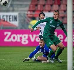 26-10-2016 NED: KNVB beker FC Utrecht, - Fc Groningen, Utrecht<br /> FC Utrecht heeft zich geplaatst voor de achtste finales van de KNVB-beker. De verliezend finalist van vorig seizoen rekende in stadion Galgenwaard af met FC Groningen, bekerwinnaar in 2015 / Yassin Ayoub #6, Hans Hateboer #33, Sergio Padt #1