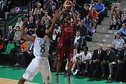 DESCRIZIONE : Treviso Lega A 2011-12 Umana Venezia Angelico Biella<br /> GIOCATORE : alvin young<br /> CATEGORIA :  tiro three points<br /> SQUADRA : Umana Venezia Angelico Biella<br /> EVENTO : Campionato Lega A 2011-2012<br /> GARA : Umana Venezia Angelico Biella<br /> DATA : 08/03/2012<br /> SPORT : Pallacanestro<br /> AUTORE : Agenzia Ciamillo-Castoria/M.Gregolin<br /> Galleria : Lega Basket A 2011-2012<br /> Fotonotizia :  Treviso Lega A 2011-12 Umana Venezia Angelico Biella<br /> Predefinita :