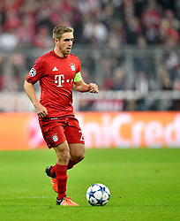 04.11.2015, Allianz Arena, Muenchen, GER, UEFA CL, FC Bayern Muenchen vs FC Arsenal, Gruppe F, im Bild Philipp Lahm FC Bayern Muenchen am Ball // during the UEFA Champions League group F match between FC Bayern Munich and FC Arsenal at the Allianz Arena in Muenchen, Germany on 2015/11/04. EXPA Pictures © 2015, PhotoCredit: EXPA/ Eibner-Pressefoto/ Weber<br /> <br /> *****ATTENTION - OUT of GER*****