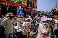 Hong Kong. parade of Mr Teng school team during Bun's festival on Cheng chau island.   / defile des enfants (équipe de l'ecole teng). festival des petits pains.ile de Cheng chau    / R227/20    L3051  /  R00227  /  P0005678