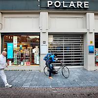 Nederland, Amsterdam , 28 januari 2014.<br /> Polare heeft haar winkels in Nederland tijdelijk gesloten. Wij doen dit om de toekomst van onze boekwinkels veilig te stellen staat er op de affiche.<br /> Foto:Jean-Pierre Jans