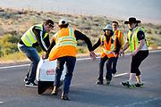 Barbara  Buatois tijdens de vijfde racedag. In Battle Mountain (Nevada) wordt ieder jaar de World Human Powered Speed Challenge gehouden. Tijdens deze wedstrijd wordt geprobeerd zo hard mogelijk te fietsen op pure menskracht. De deelnemers bestaan zowel uit teams van universiteiten als uit hobbyisten. Met de gestroomlijnde fietsen willen ze laten zien wat mogelijk is met menskracht.<br /> <br /> In Battle Mountain (Nevada) each year the World Human Powered Speed ??Challenge is held. During this race they try to ride on pure manpower as hard as possible.The participants consist of both teams from universities and from hobbyists. With the sleek bikes they want to show what is possible with human power.