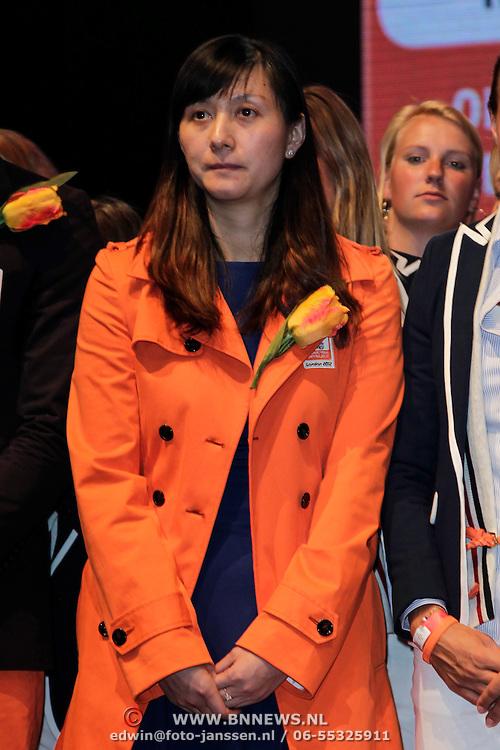 NLD/Amsterdam/201200704 - NOC/NSF teamoverdracht, badmintonster Yao Jie