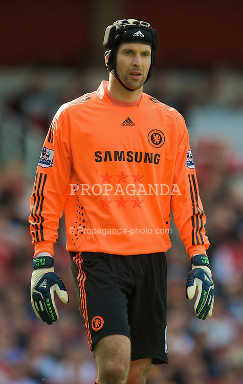 LONDON, ENGLAND - Sunday, May 10, 2009: Chelsea's goalkeeper Petr Cech in action against Arsenal during the Premiership match at the Emirates Stadium. (Photo by David Rawcliffe/Propaganda)