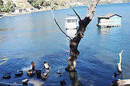 Viaggio in Guatemala, Lago Atitlan, San Pedro18-19 dicembre 2016 © foto Daniele Mosna Viaggio in Guatemala, Lago di Atitlàn Sanpedro 18-19 Dicembre 2016 © foto Daniele Mosna