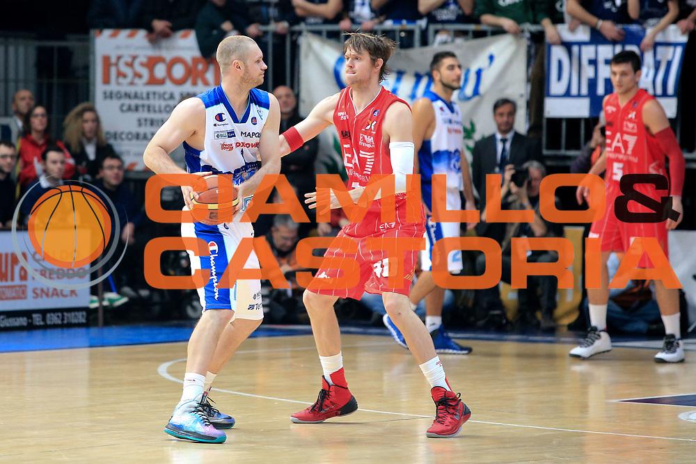DESCRIZIONE : Cant&ugrave; Lega A 2012-13 Acqua Vitasnella Cant&ugrave; EA7Emporio Armani Milano  <br /> GIOCATORE : Leunen Maarten<br /> CATEGORIA : Palleggio<br /> SQUADRA : Acqua Vitasnella Cant&ugrave;<br /> EVENTO : Campionato Lega A 2013-2014<br /> GARA : Acqua Vitasnella Cant&ugrave; EA7Emporio Armani Milano <br /> DATA : 23/12/2013<br /> SPORT : Pallacanestro <br /> AUTORE : Agenzia Ciamillo-Castoria/I.Mancini<br /> Galleria : Lega Basket A 2013-2014  <br /> Fotonotizia : Cant&ugrave; Lega A 2013-2014 Acqua Vitasnella Cant&ugrave; EA7Emporio Armani  Milano <br /> Predefinita :