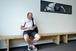 27-06-2014 NED: Uitzwaaimoment Iceland Diabetes Challenge, Nijkerk<br /> In gezondheidscentrum De Nije Veste in Nijkerk werden de Iceland deelnemers en de deelnemers van de Nije Veste challenge uitgezwaaid door gouden olympiër Mark Huizinga, de winnaar van de poolcirkel expeditie 2014 / Wim