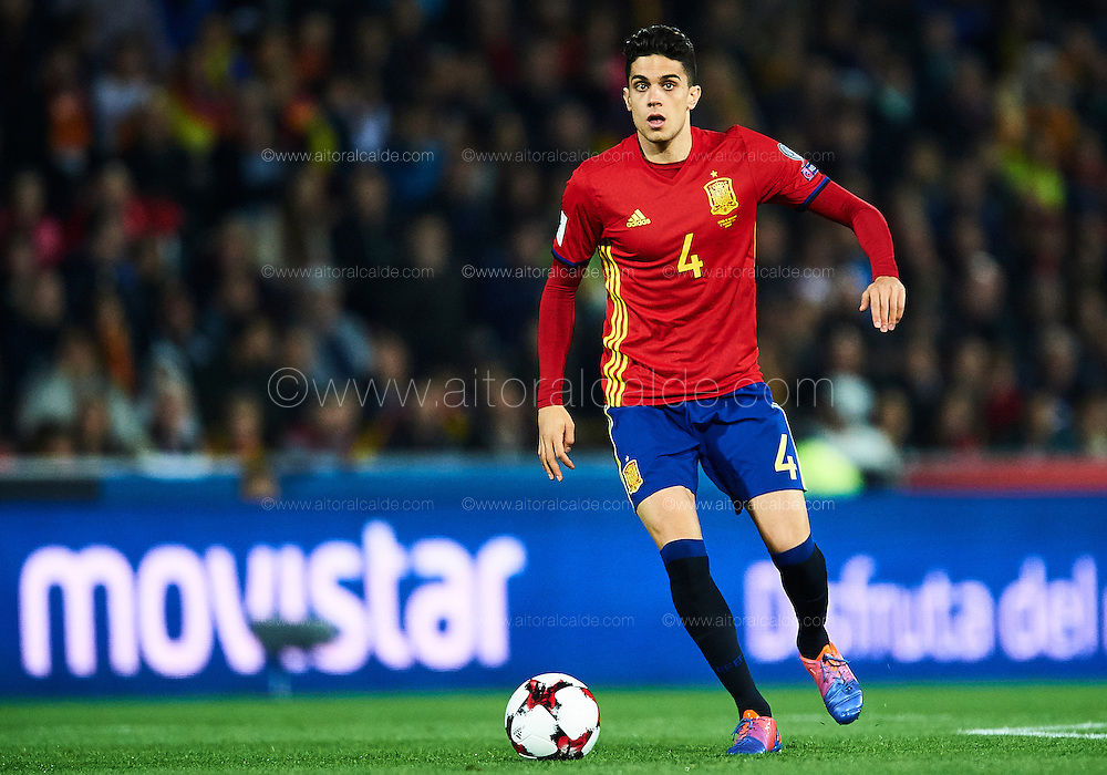GRANADA, SPAIN - NOVEMBER 12:  Marc Bartra of Spain in action during the FIFA 2018 World Cup Qualifier between Spain and FYR Macedonia at Estadio Nuevos los Carmenes on November 12, 2016 in Granada, .  (Photo by Aitor Alcalde Colomer/Getty Images)