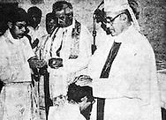 Foto de Archivo consegracion del padre Alfonso Navarro por Monsenor Oscar Arnulfo Romero en  San Salvador. Photo: Imagenes Libres.