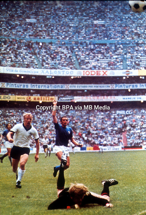 Football Fifa Mexico 1970 World Cup - Semi-Final Matchs  -<br /> Italy vs Germany Federal Republic  4-3 AET  ( Azteca Stadium-Mexico City , Mexico )<br /> Luigi &quot; Gigi &quot; RIVA of Italy (R) score his Goal (3-2) during the Semi-Final match Between Italy and Germany Federal Republic
