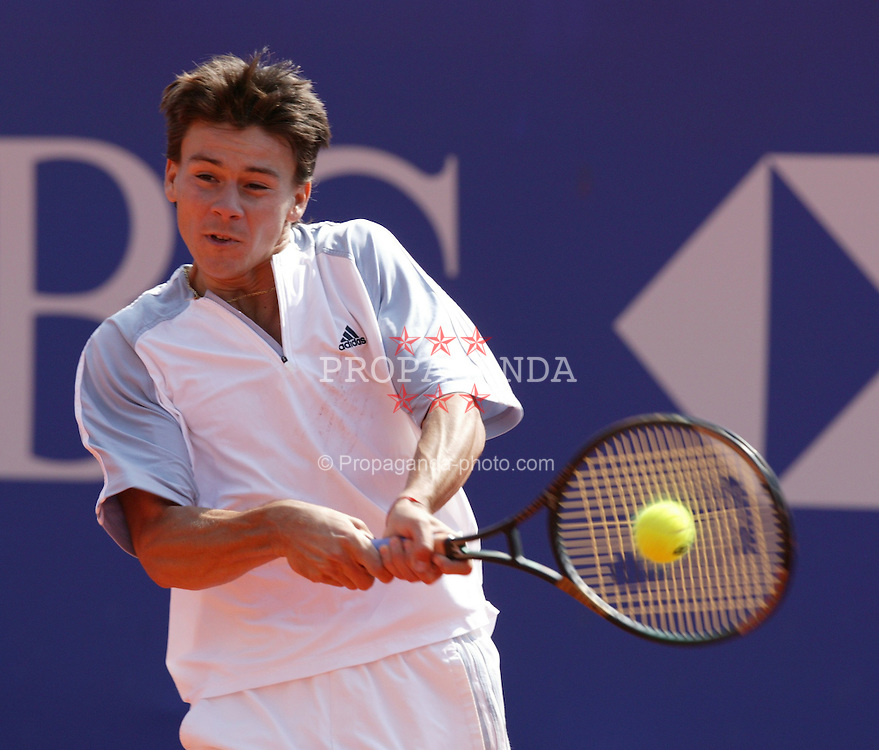 MONTE-CARLO, MONACO - Wednesday, April 16, 2003: Guillermo Coria (Argentina) in action on centre court during the 2nd Round of the Tennis Masters Monte-Carlo. (Pic by David Rawcliffe/Propaganda)