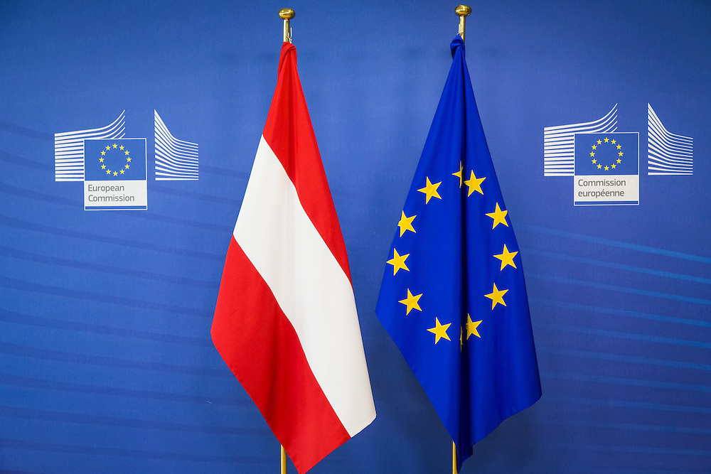 Brussels , 22/06/2016<br /> President of the European Commission Jean-Claude Juncker and the College receive the Chancellor of Austria , Christian Kern .<br /> Pix : <br /> Credit : Aurore Belot / Isopix *** local caption *** 22570927
