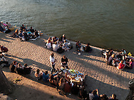 France. Paris. People gathering on Saint Louis island  quay / les gens se rassemblent a la pointe de l ile Saint Louis