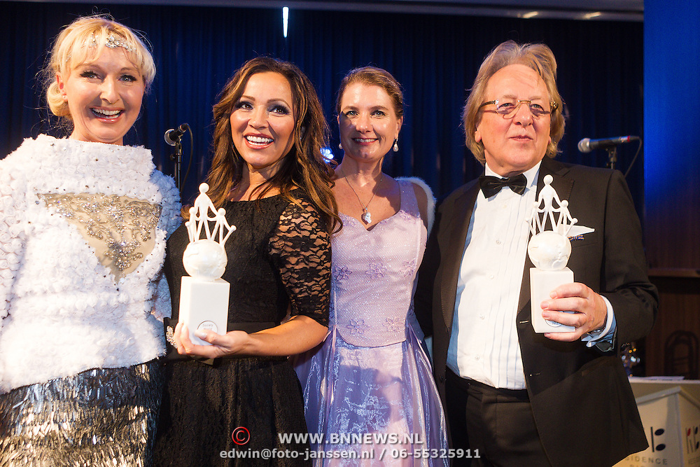 NLD/Rotterdam/20131216 - Society Lunch Silver Bells Christmas, Juliette van Bavel, Annette Wijdom, Tatjana Simic, Professor Anton van der Geld met hun Award