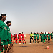 Amazones vs Malisadio, players ready to start, in the second matchday of the Mali national women football league. The match is starting late, because the linesmen are missing. A manager for each team will replace them