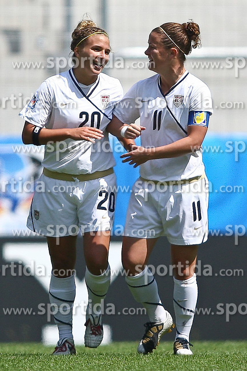 25.07.2010,  Augsburg, GER, FIFA U20 Womens Worldcup, , Viertelfinale, USA vs Nigeria,  im Bild freude nach dem 1-0 durch Amber BROOKS (USA #20) mit Christine NAIRN (USA #11) , EXPA Pictures © 2010, PhotoCredit: EXPA/ nph/ . Straubmeier+++++ ATTENTION - OUT OF GER +++++ / SPORTIDA PHOTO AGENCY