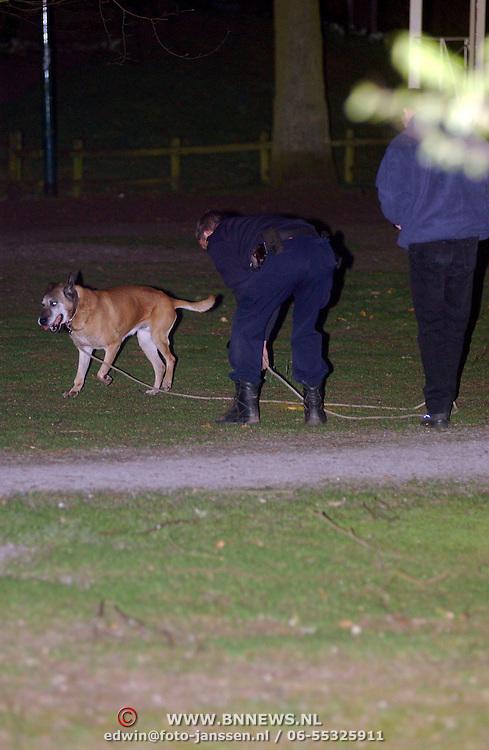 Schietpartij Brink Muiderberg, 3 gewonden, tussen skinheads en Marokkanen, onderzoek technische recherche, sporenonderzoek, reukgeuren, hond