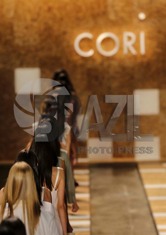 SAO PAULO, SP, 18 DE MARCO 2013 - SPFW CORI - Modelo durante desfile da grife Cori no primeiro dia do Sao Paulo Fashion Week primavera-verão na Bienal do Ibirapuera na regiao sul da cidade de Sao Paulo nesta segunda-feira, 18. FOTO: WILLIAM VOLCOV - BRAZIL PHOTO PRESS.
