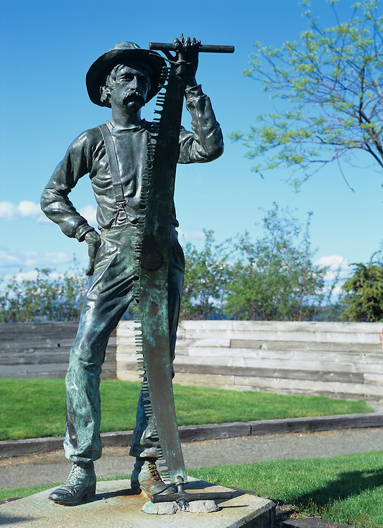USA, Washington, Tacoma, Sculpture of lumberjack Clearing the Way by Larry Anderson, erected in 1984 in downtown park
