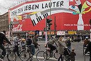 Germany. Berlin. Kastanienallee, trendy area in east Berlin  / Kastanienallee, quartier a la mode de Berlin Est  Berlin - Allemagne / BERLIN191