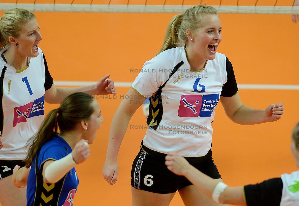 02-02-2014 VOLLEYBAL: KWARTFINALE BEKER CSE VC ZWOLLE - SLIEDRECHT SPORT: ZWOLLE<br /> Zwolle kansloos ten onder met 3-0 tegen Sliedrecht Sport / (L-R) Djulita van Eck, Judith Vergeer <br /> ©2014-FotoHoogendoorn.nl