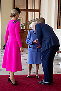 Staatsbezoek van Koning Willem Alexander en Koningin Máxima aan het Verenigd Koninkrijk<br /> <br /> Statevisit of King Willem Alexander and Queen Maxima to the United Kingdom<br /> <br /> Op de foto / On the photo: Afscheid op Buckingham Palace met Koningin Elizabeth en Koning Willem Alexander en Koningin Maxima<br /> <br /> Farewell at Buckingham Palace with Queen Elizabeth and King Willem Alexander en Queen Maxima