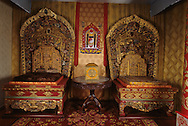 Mongolia. Ulaanbaatar. Bogdo khan , religious museum, in the palace of the last king  Oulan Bator  Mongolia     /  Statue du Bouddha SAKYAMUNI. /  SAKYAMUNI ou Le Bouddha du Présent, coiffé d'une couronne ren-aa est ici recouvert d'un vêtement soyeux : le djantchtay. (Cuivre et laiton doré du début du XX ème siècle, réalisé en Inde. Hauteur: 1,50 mètre. Palais-musée du BOGDO GEGEN, OULAN BATOR  /  /45    L0006233  /  P0003999
